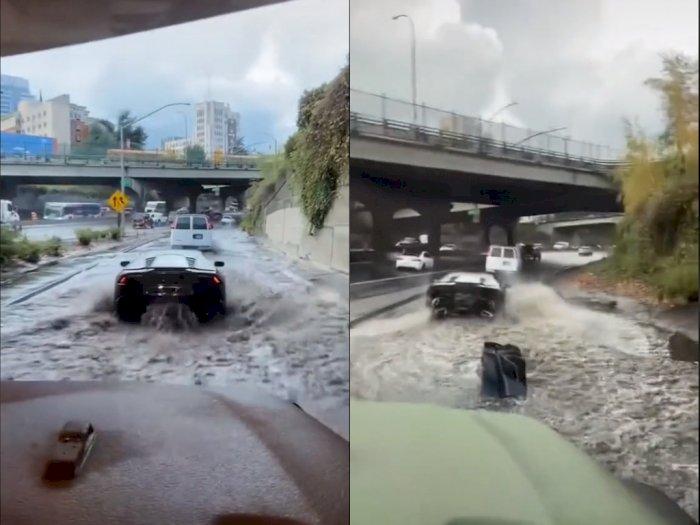 Nekat Terobos Jalanan yang Banjir, Bumper Belakang Mobil Mewah ini Terlepas