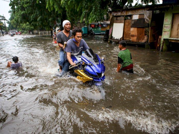 FOTO: Banjir Satu Meter di Tangerang