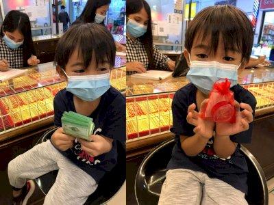 So Sweet! Bocah 6 Tahun Ini Belikan Cincin Emas untuk Ibunya Pakai Uang Tabungan