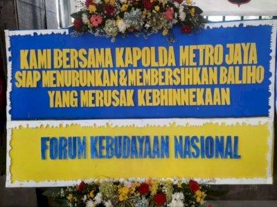 Polda Metro Jaya Kebanjiran Karangan Bunga Dukung Pencopotan Baliho Rizieq