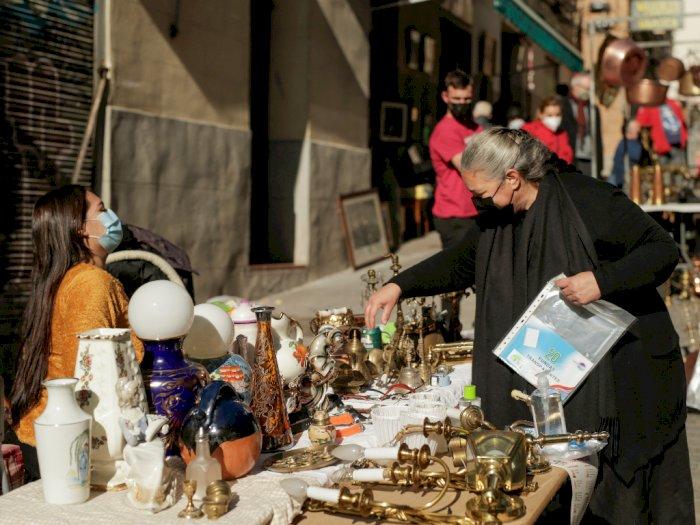 FOTO: Pasar Loak di Madrid Kembali Buka Usai 8 Bulan Tutup karena Corona