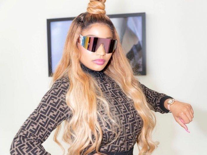 Penggemar Nicki Minaj Memintanya untuk Tidak Mengkriting Rambut Alaminya
