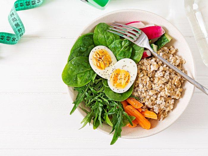 4 Makanan dan Minuman Rendah Kalori yang Membantu Menurunkan Berat Badan