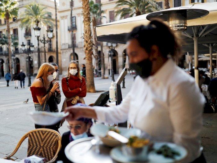 FOTO: Bar di Barcelona Dibuka Kembali Setelah Ditutup 5 Minggu Karena Pandemi
