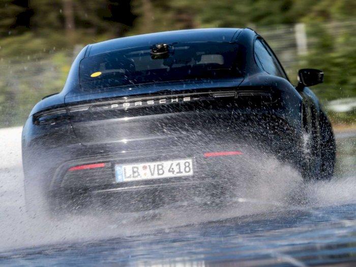 Porsche Taycan Dapat Guinness World Record Sebagai Mobil Listrik dengan Drifting Terlama