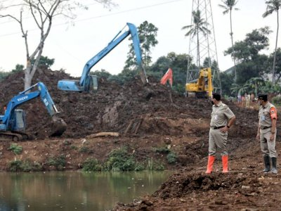 Dikritik karena Buku 'How Democracies Die', Anies Pilih Inspeksi ke Waduk Pondok Ranggon