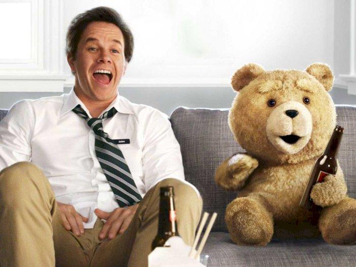 Sinopsis 'Ted (2012)' - Seorang Pria dan Boneka Beruang Lucunya yang Kasar