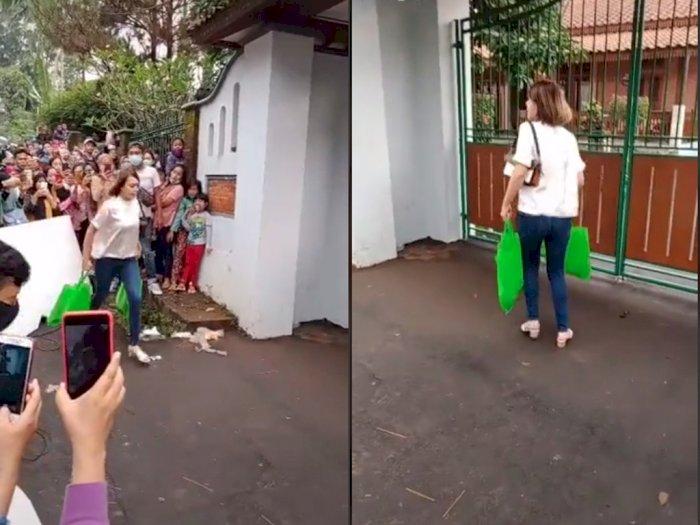 Momen Artis Saat Syuting Sinetron Ditonton Orang Sekampung, Netizen: Ternyata Susah Juga