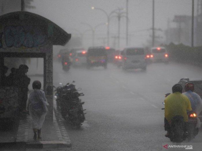 Hati-hati! Hujan Sedang hingga Lebat Berpotensi Terjadi di Sejumlah Daerah Indonesia