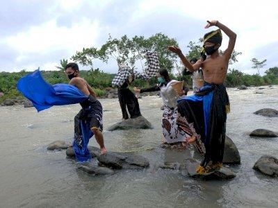 FOTO: Ritual Donga Kali Larung Sengkala