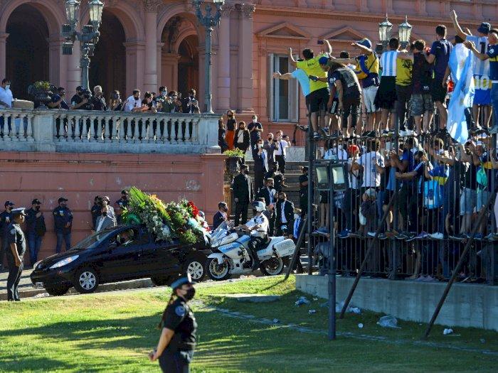 Pelayat dan Polisi Terlibat Bentrokan Saat Pemakaman Maradona di Buenos Aires