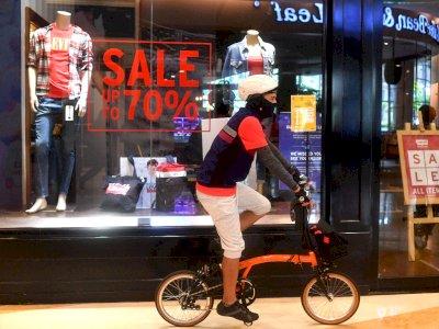 FOTO: Bersepeda di Dalam Mal