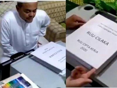 Rizieq Shihab Pamer Sedang Baca RUU Cilaka, Padahal Sudah Sah Jadi UU Cipta Kerja