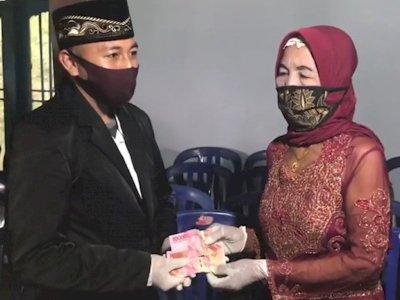 Fakta Nenek 76 Tahun Dinikahi Pria 29 Tahun, Mahar Rp200 Ribu, Kepala KUA Geleng-geleng