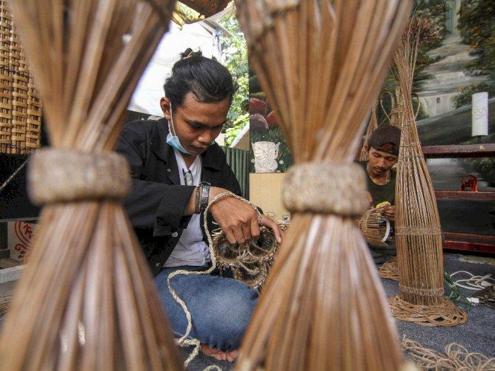 FOTO: Pelatihan Kerajinan Anyaman Lampu Lidi