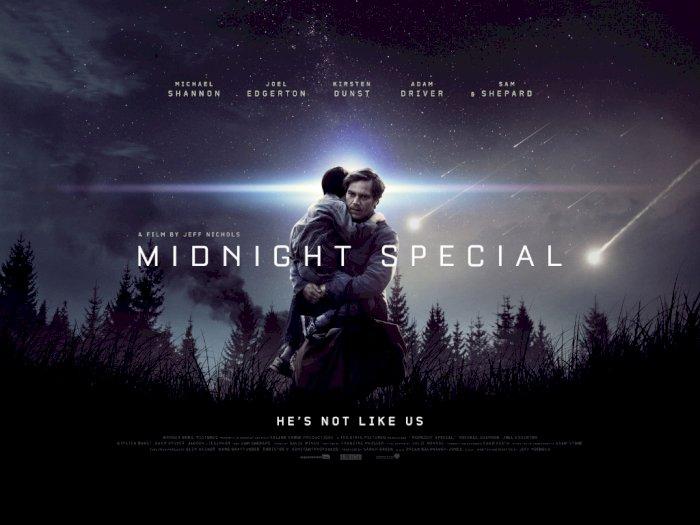 Sinopsis 'Midnight Special (2016)' -  Anak Lelaki dengan Kekuatan Magis dari Matanya