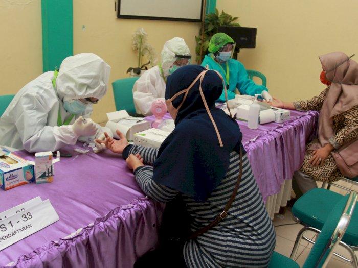 FOTO: Rapid Test Petugas TPS Pikada Tangerang Selatan