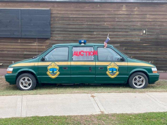 Bikin Bingung, Mobil Plymouth Voyager Ini Punya Bagian Depan dan Belakang yang Sama!