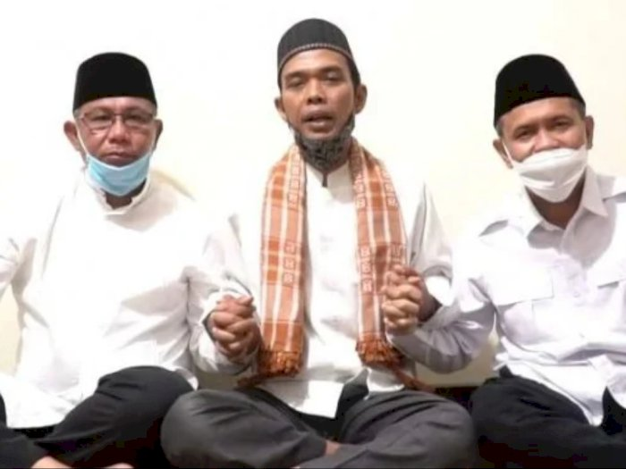 Berpakaian Sama Putih, Ustad Abdul Somad beri Pesan ke AMAN: Ketuk Pintu Rumah Rakyat