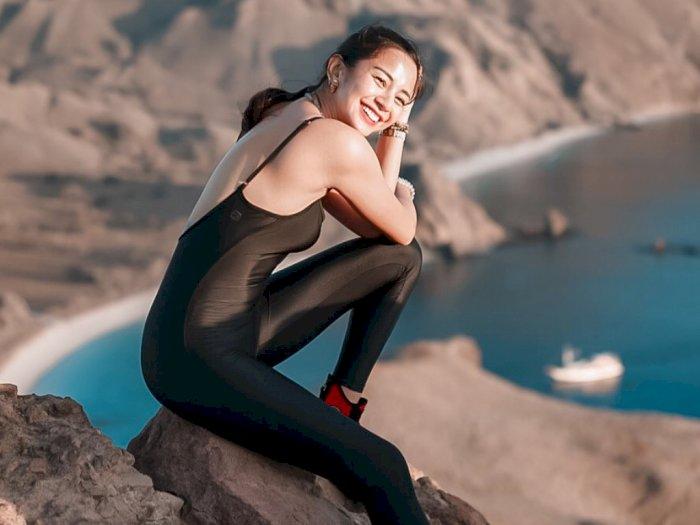 Pose Kirana Larasati Tetap Kece Meski Lupa Bawa Sepatu Boots saat Berkuda