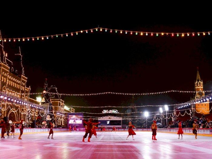 FOTO: Gelanggang Es Outdoor Terbesar di Rusia Saat Musim Dingin