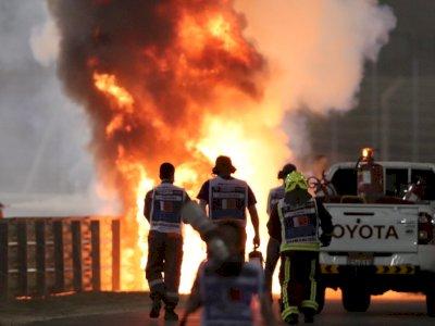Detik-Detik Mobil F1 Romain Grosjean Alami Kecelakaan Hingga Terbakar Hebat
