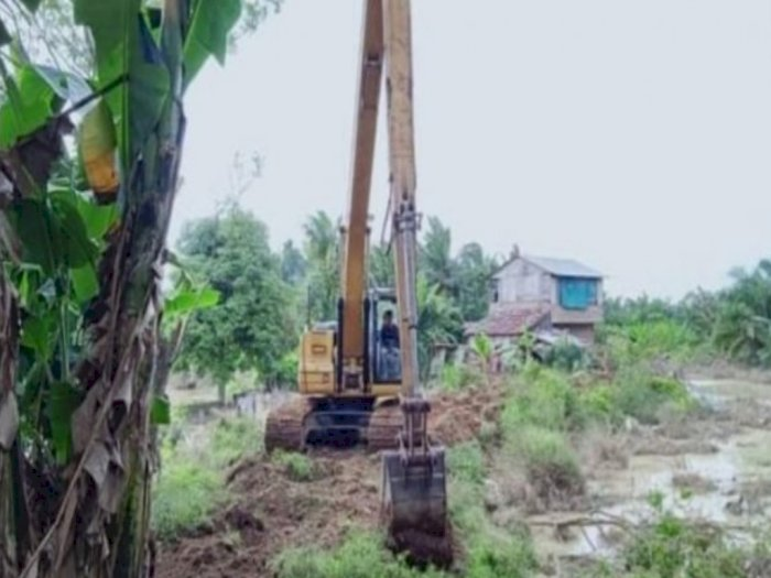Jebol Akibat Banjir, Tanggul Sungai Padang di Tebing Tinggi Akhirnya Dilakukan Perbaikan