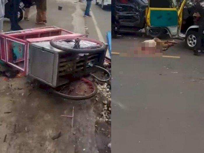 Pilu Mayat Pria Hancur dalam Kecelakaan Maut Sumedang, Gerobak Bakso Tergeletak di Jalan