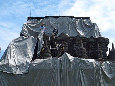 FOTO: Tiga Candi di Magelang Ditutup