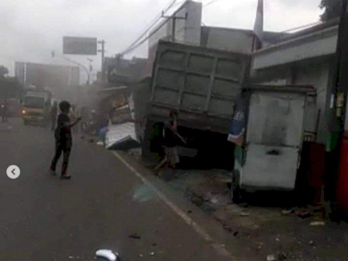 Kecelakaan Beruntun di Sumedang! Truk Besar Hantam 5 Kendaraan