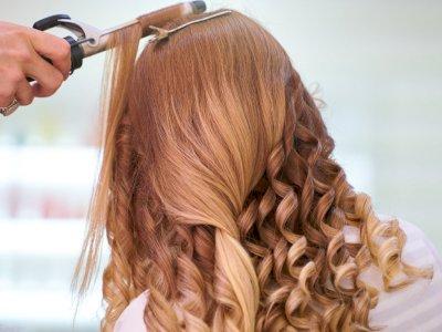 Sama-sama Meluruskan Rambut, Ini Perbedaan Rebonding dan Smoothing