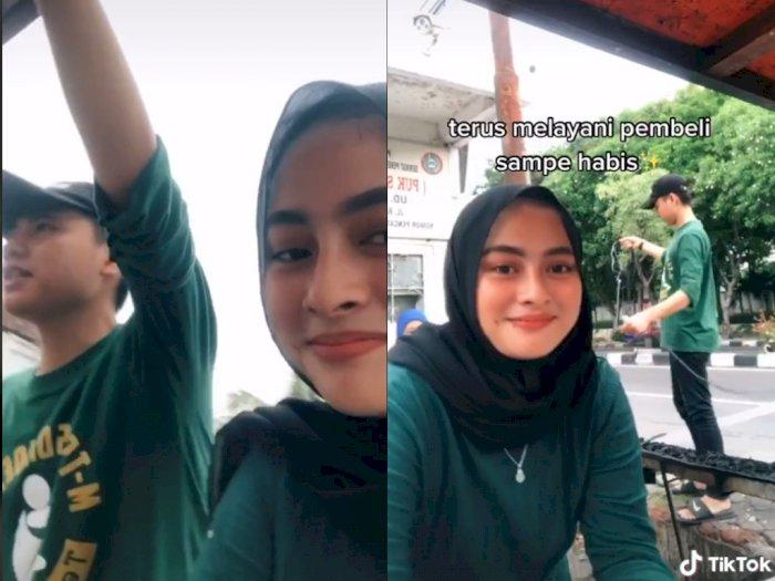 Cewek Cantik ini Temani Kekasihnya Jualan Sate Setiap Sore, Bikin Netizen Kesemsem