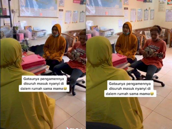 Gak Diusir, Pengamen ini Malah Diajak Menyanyi di Dalam Rumah, Bikin Netizen Terharu