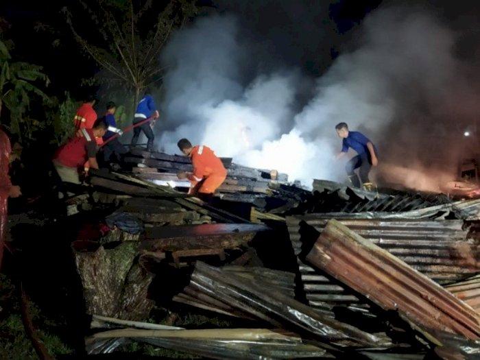 Ditinggal Pergi Pemilik, Api Melalap Satu Rumah dan Becak di Bireuen