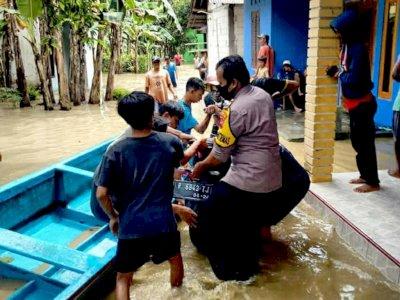 Terus Diguyur Hujan Sungai Serayu Meluap, Ribuan Rumah Warga di Banyumas Tergenang Banjir