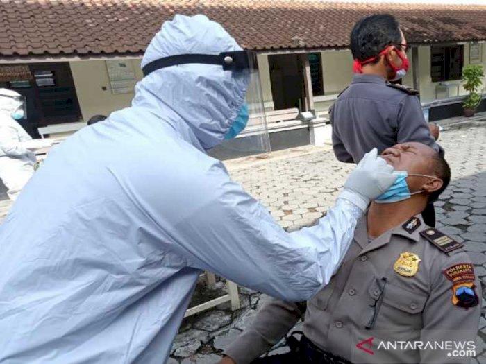 Demi Pilkada Surakarta yang Aman Damai dan Sejuk, Ratusan Polisi Lakukan Tes Rapid Swab