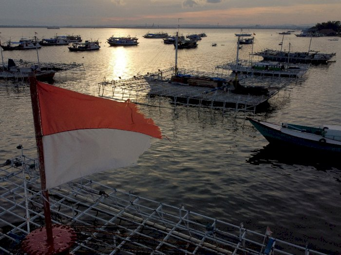 FOTO: Cuaca Buruk, Nelayan di Kendari Tidak Bisa Melaut