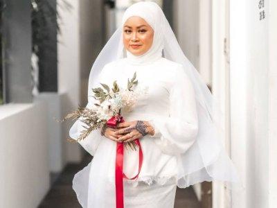Meski Pernikahan Batal, Wanita Ini Tetap Tegar dan Lanjutkan Pemotretan Seorang Diri