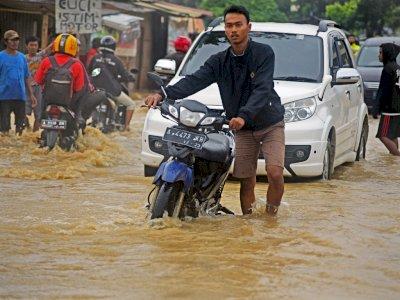 FOTO: Banjir Akibat Drainase Buruk di Serang