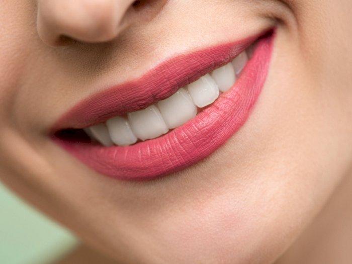 Apa yang Terjadi Saat Kita Memutihkan Gigi?