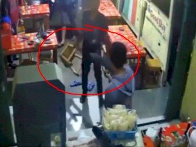 Dianiaya Dan HP-nya Dirampas, Netizen: Kok Gak Dilawan Sih!
