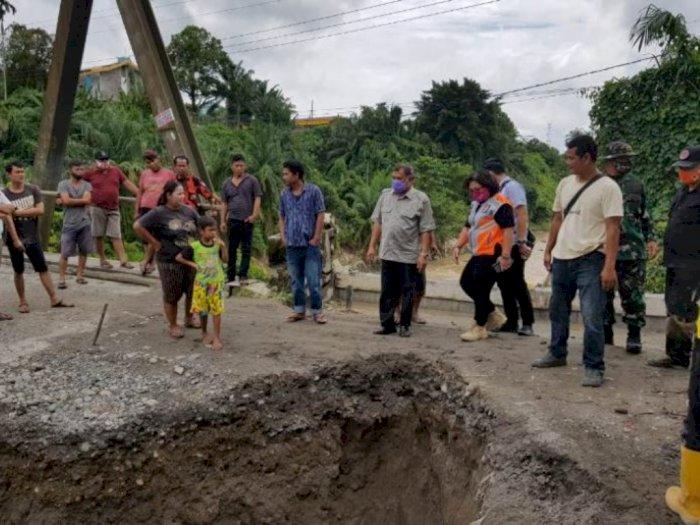 Jembatan Merah Tuntungan Rusak Akibat Banjir Besar, Bupati Minta Cepat Diperbaiki
