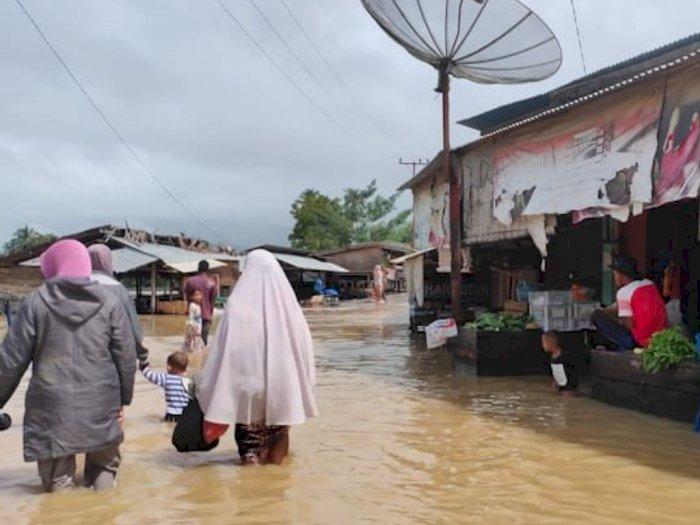 Ribuan Rumah Terendam Banjir di Aceh Timur, Rantau Peureulak Lumpuh, Warga Tidur di Musala
