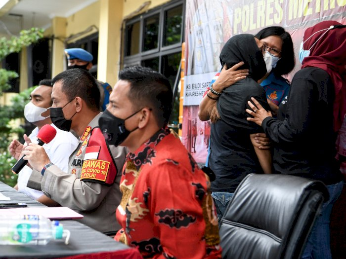 FOTO: Iyut Bing Slamet Ditangkap Terkait Narkoba