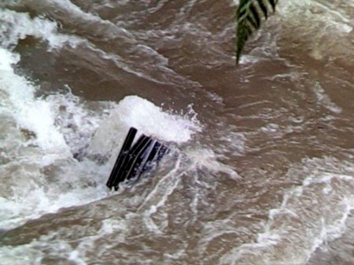Ini Dia Penampakan Alat Berat yang Terseret Longsor Hingga ke Sungai Batang Toru Tapsel