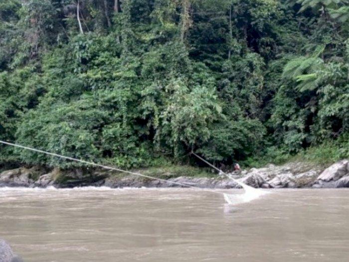 Agar Korban yang Terseret Longsor Tak Hanyut, SAR Pasang Jaring di Sungai Batang Toru
