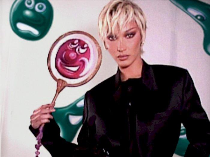 Rambut Pixie Pirang Bella Hadid Membuatnya Sangat Mirip dengan Jennifer Lawrence