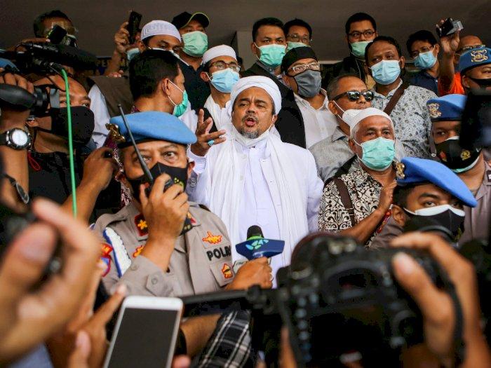 FOTO: Habib Rizieq Shibab Tiba di Polda Metro Jaya
