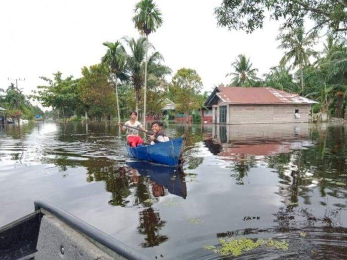 FOTO: Desa Air Hitam Labura yang Sudah Terendam Banjir Selama Sebulan