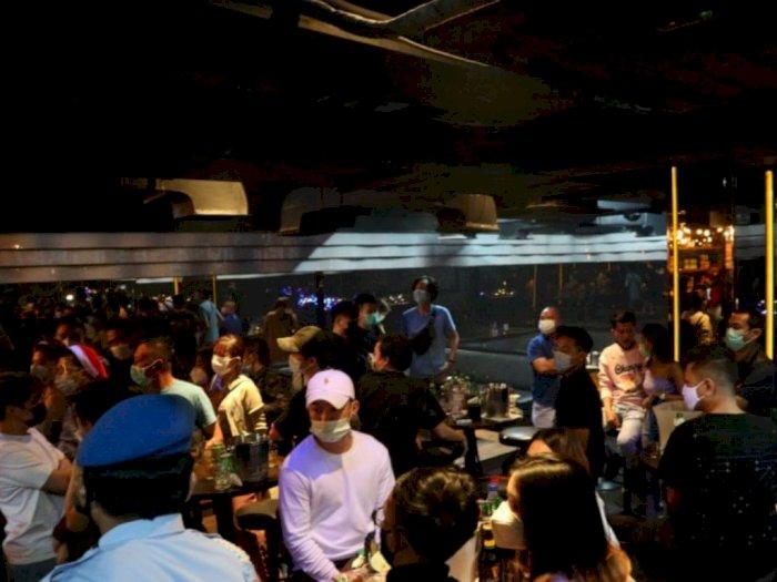 Polisi Segel Bar di Jakut karena Buka Sampai Jam 1 Pagi danTemukan Pemakai Benzo
